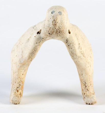 MACHOIRE DE MORSE sculptée d'un ours polaire...