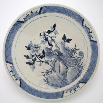 CHINE Vers 1900  GRAND PLAT en porcelaine...