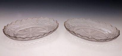 PAIRE DE RAVIERS en cristal taillé du XIXème...