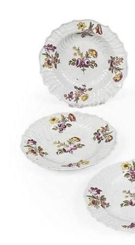 Porcelaine de Saxe. Ensemble de 3 assiettes...