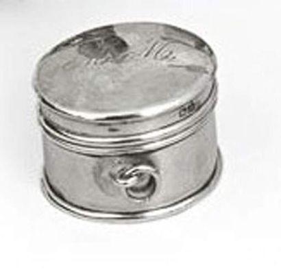 Petit poudrier de forme ronde en argent monogrommé...