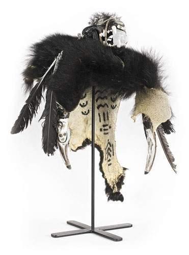 Coiffe des TANANAS. Peau d'ours noir, crâne...