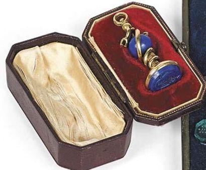 Sceau en lapis lazuli monture en bronze aux...
