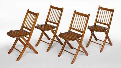 Suite de quatre chaises pliantes de pont...