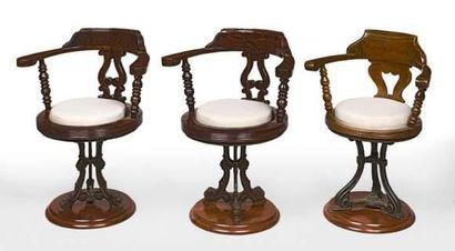 Rare paire de fauteuils de restaurant en...