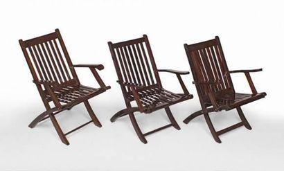 Deux fauteuils de pont pliants à barreaux...