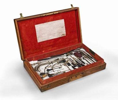 Composition de la caisse complète d'instruments...