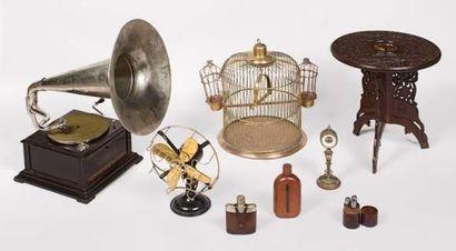 Baromètre anéroïde et thermomètre en bronze...