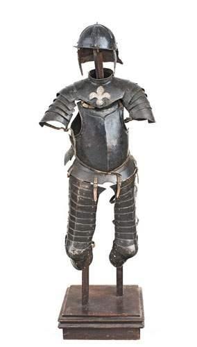 Demi armure noire de cavalier: capeline avec...