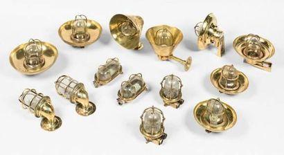 Paire de lampes de coursive en bronze avec...