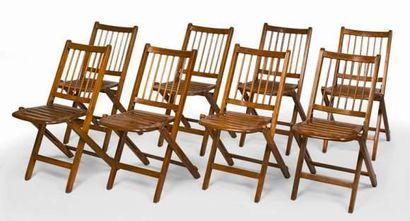 Série de huit chaises de bateau à barreaux,pliantes,...