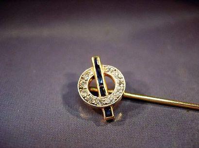 Épingle de cravate en or jaune à décor d'un...