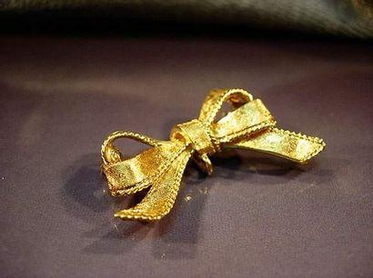 Broche ruban porte montre en or jaune finement...