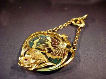 Pendentif Art Nouveau en or jaune à décor...