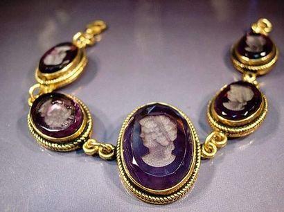 Bracelet en vermeil orné de camées ovales...