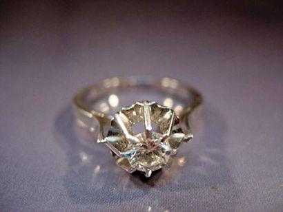 Bague en or gris et platine sertie d'un diamant...