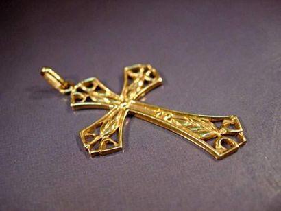 Croix ajourée en or jaune Poids : 2.60g