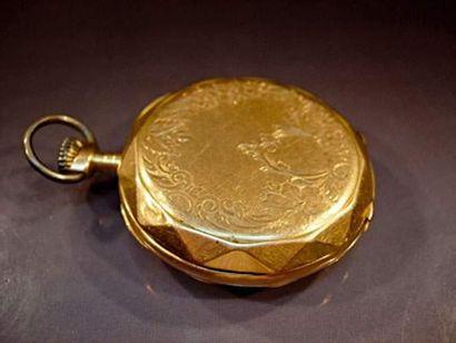 Montre de poche en or boîtier guilloché....