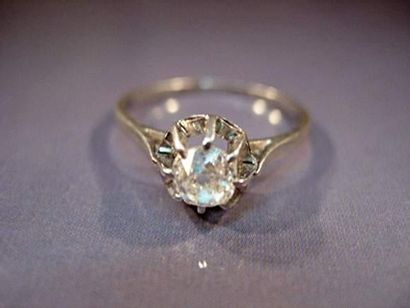 Bague en platine sertie d'un diamant taille...