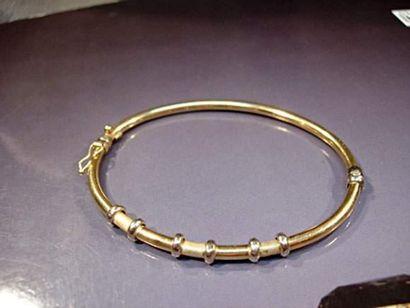 Bracelet rigide en or deux tons Poids : ...