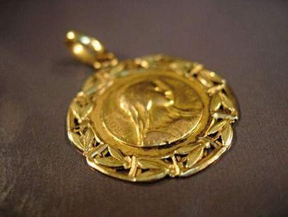 Médaille en or deux tons Vierge. Vers 1900....