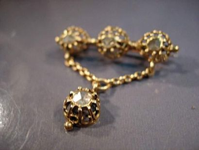 Broche barrette en or sertie de diamants...