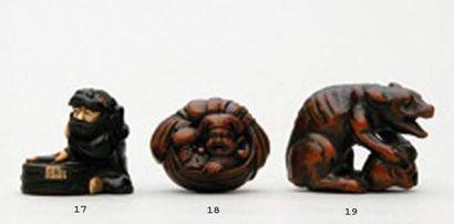 NETSUKE en bois représentant Daïkoku à l'intérieur...