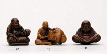 NETSUKE en bois représentant un artiste sculptant...