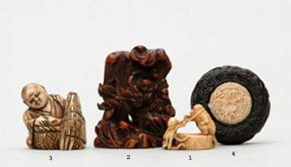 MANJU en bois et ivoire à décor de dragons....