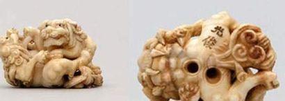 NETSUKE en ivoire représentant deux shishi...