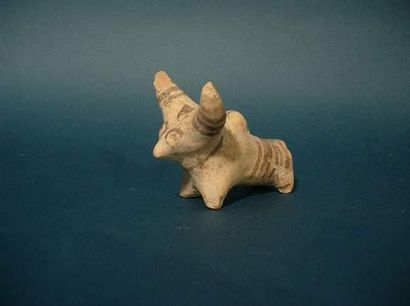 MOHENJO-DARO (2500 av. J.C.) Taureau. En...
