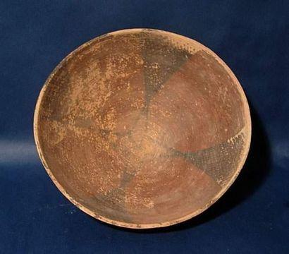 HARAPPA (2500 av. J.C.) Coupe. En terre cuite....