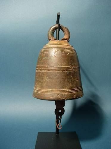 BIRMANIE - LAOS - VIETNAM Cloche de pagode....