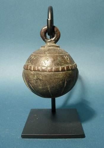 BIRMANIE - LAOS - VIETNAM Grelot. En bronze....
