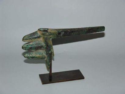 LOURISTAN - PERSE Hache. En bronze à patine...