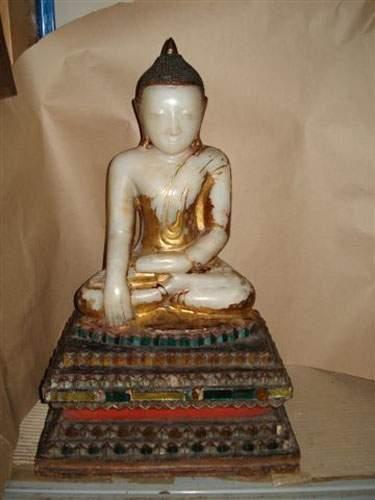BIRMANIE Bouddha Shan en albâtre à traces...