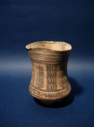 HARAPPA (2500 av. J.C.) Gobelet trilobé....