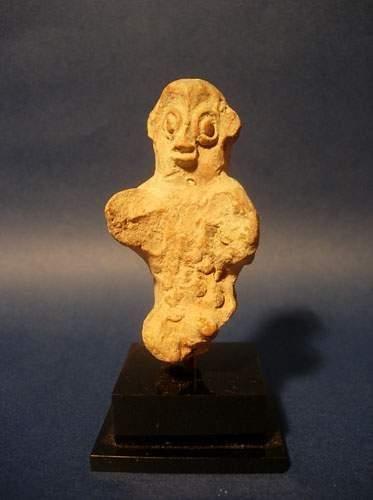 CHARSADDA (300 av. J.C.) Idole. En terre...