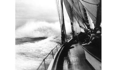 BEKEN et SON. « Vue du pont d'un yacht par...