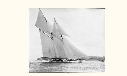 KIRK et SON (C. 1910) Le yacht Germania en...