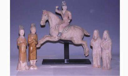 TANG Remarquable ensemble de cinq figurines...
