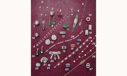 PHOTO 2 1.BAGUE 1930, en platine et diamants...