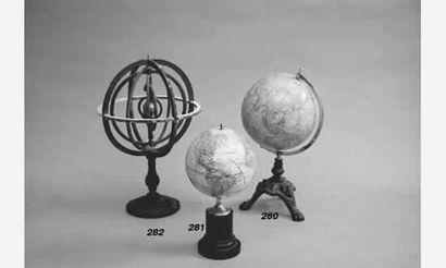 Petit globe terrestre dans un demi-méridien...