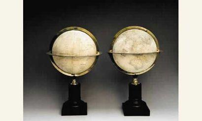 Paire de globes par Ch. Dien, (rue Hautefeuille...