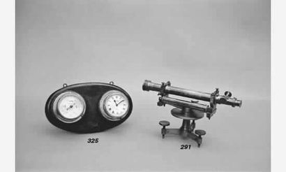 Baromètre anéroïde et pendule de cloison...