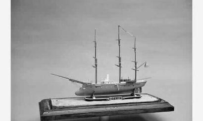 Maquette d'un bateau de guerre mixte à éperon....