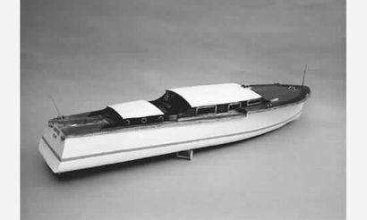 Maquette de canot automobile des années 30....
