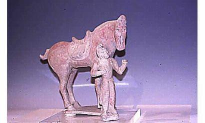 Palefrenier et son cheval en terre cuite...