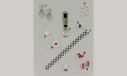 1.PENDANTS D'OREILLE, en or et diamants (20/22000)...