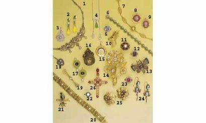 1.COLLIER DRAPERIE, en or, argent et diamants,...